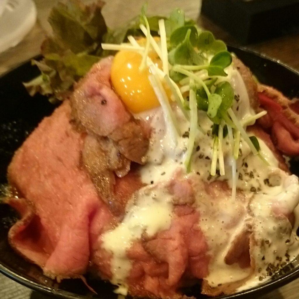 ローストビーフ丼(並)880えん